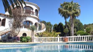 Andamento mercato immobiliare: case vacanza +20%, prezzi ancora in discesa