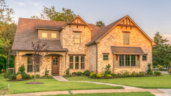 Vendere una casa ricevuta in eredità richiede alcuni adempimenti specifici che è necessario conoscere per concludere senza problemi il rogito