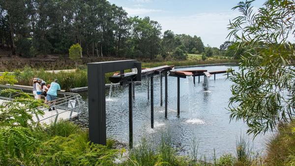 Il progetto del Sydney Park, nato per il trattamento di acque reflue urbane, è stato trasformato dai designer in un complesso di spazi fruibili a fini didattici